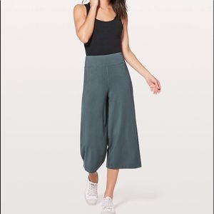 New With Tags Lululemon Blissed Out Culottes Sz 4